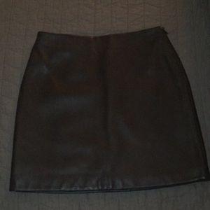 Banana Republic genuine leather skirt size 4